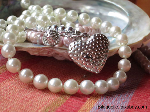 pearl-necklace-914424_1920